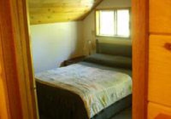 Holo Holo Inn: Private room 1 mile from Kilauea Crater
