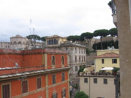 BEST WESTERN Hotel Spring House: Via Mocenigo from my room window