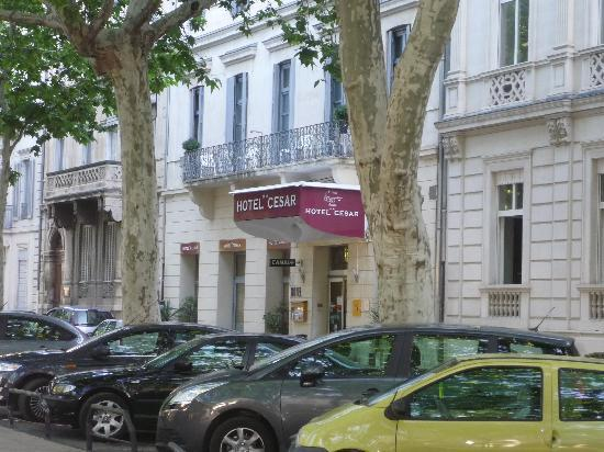 Hôtel César : hotel is less than 100M to stn