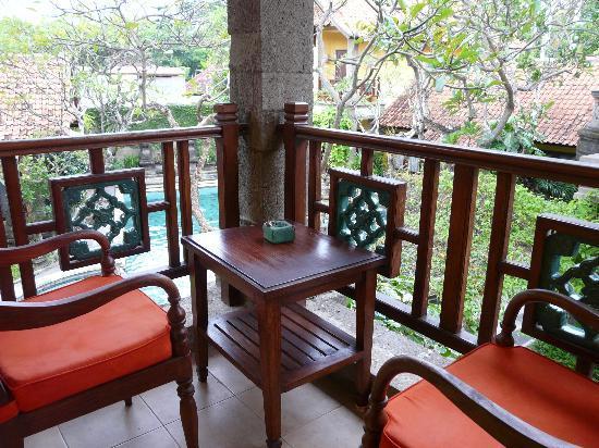 Puri Mesari Hotel & Suites: Zimmer 202, Balkon und Ausblick