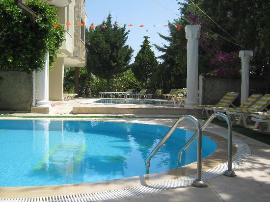 Myra Apart Hotel: Both pools have shallow areas for toddlers and are cleaned daily
