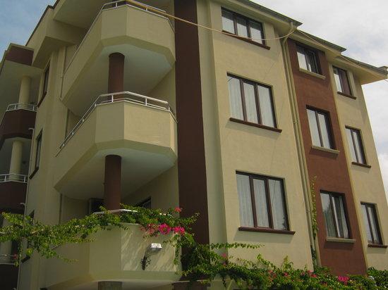 Myra Apart Hotel: We had a top floor room
