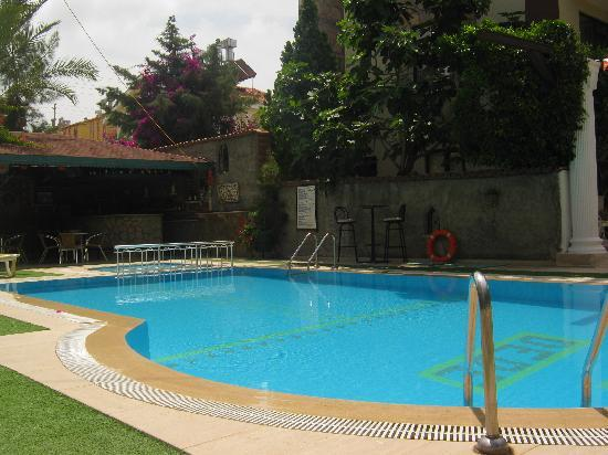 Myra Apart Hotel: There is a pool bar, which is staffed all day