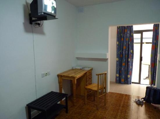 Gorgianis Hotel: simple, furnished, cool, bald atmosphere room, high mounted, mini TV, stony flooing, room #339