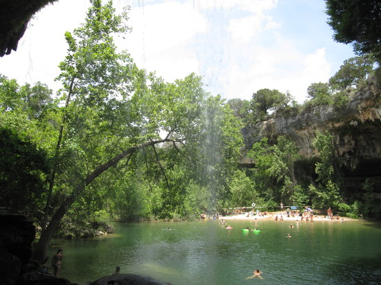 Hamilton Pool Preserve: The beach from the cove walkway