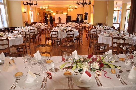 Vic-sur-Cere, France: Magnifique salle de réception