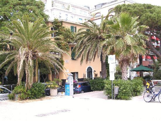 Hotel Beau Rivage: front of hotel