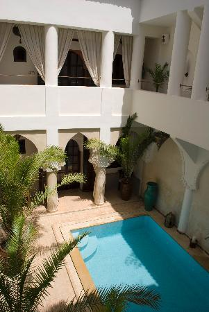 Riad Shemsi : Courtyard with swimming pool