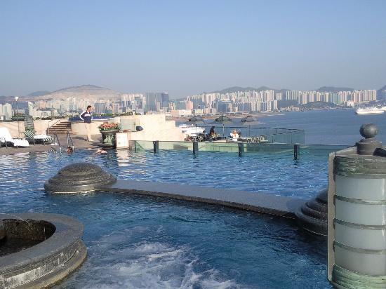 Harbour Grand Kowloon: Piscine