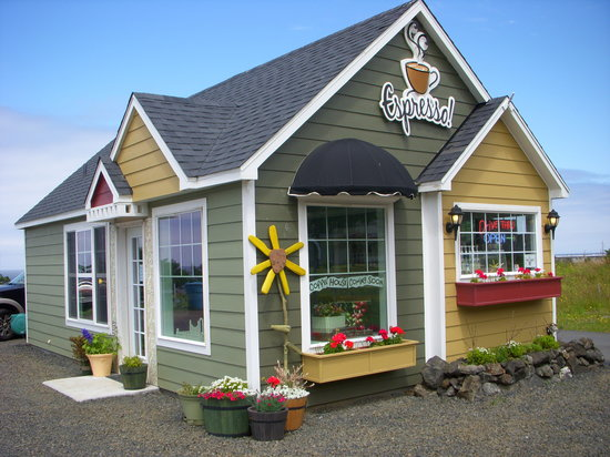 The Village Bean Coffee Shop: The Village Bean in Yachats, Oregon