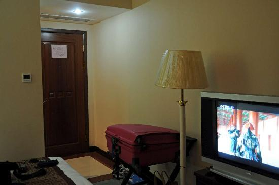 New Jiulong Hotel: No cupboard or rack to hang our jackets