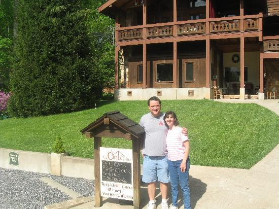 The Chalet Inn Bed & Breakfast: Wife and I at sign in front of Inn