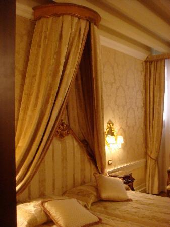 Hotel Canal Grande: Lovely room!
