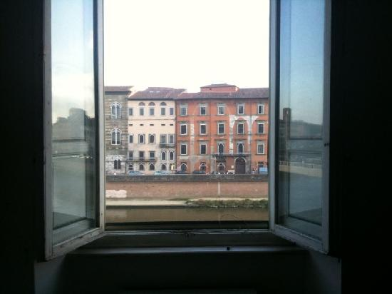 Royal Victoria Hotel: View from my room over the Arno