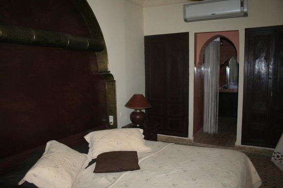 Riad Litzy: A room ( bath has no door )