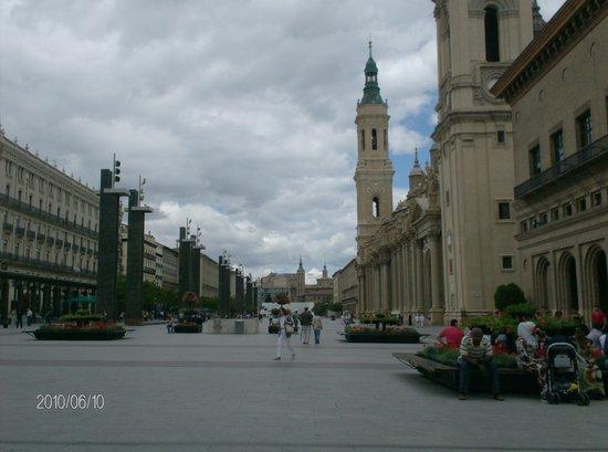 Zaragoza, İspanya: Plaza del Pilar