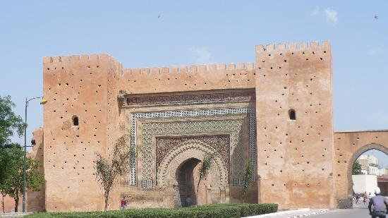 Meknes, Marruecos: Main entrance gate of old medina