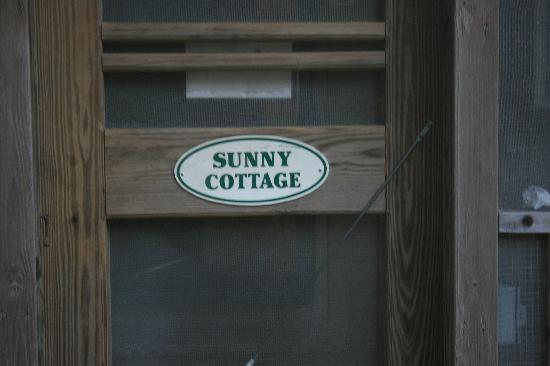 Edwards of Ocracoke: sunny cottage