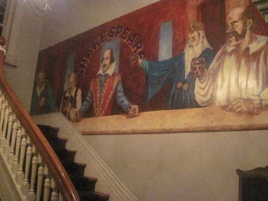 Shakespeare Tavern & Hotel: The mural in the hotel's entry