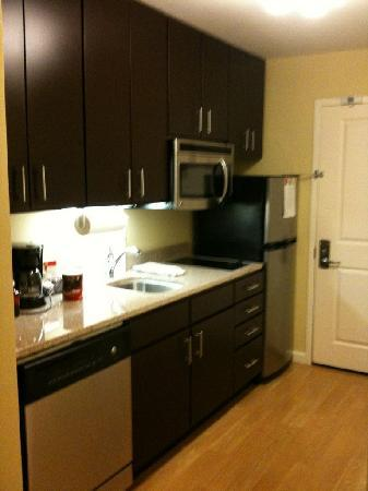 TownePlace Suites Little Rock West: Kitchen area in a studio queen