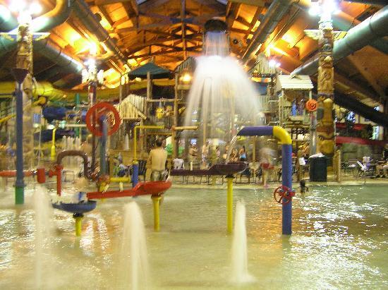 Great Wolf Lodge Kansas City: Water Park Fun!