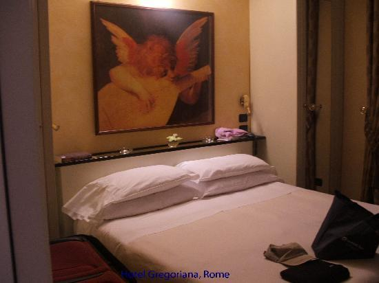 Hotel Gregoriana: Nicely appointed bedroom