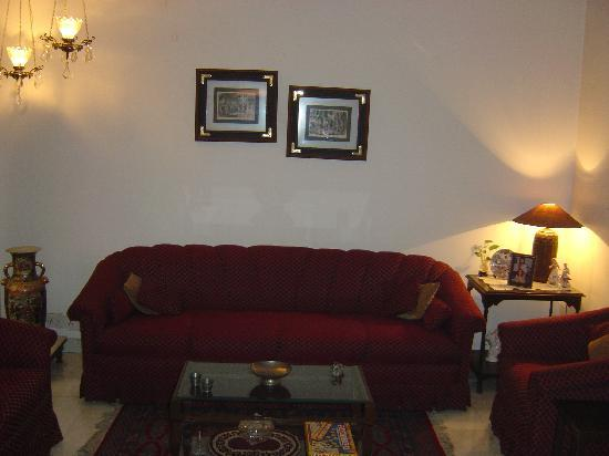 Aashiyan Bed & Breakfast: Living Room