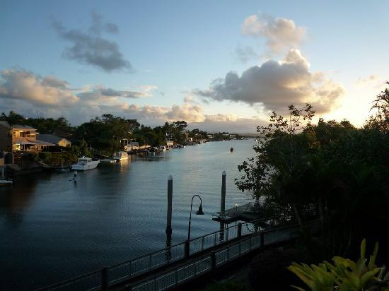 Hotel Laguna: View over Noosa River at dusk