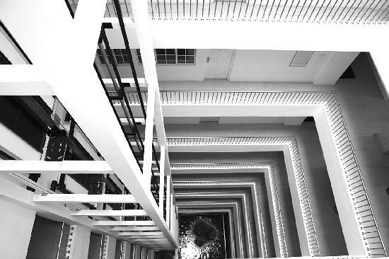 Global Towers Hotel: Nice geometry - corridors of the hotel
