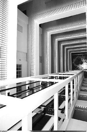 Global Towers Hotel : Nice geometry - corridors of the hotel