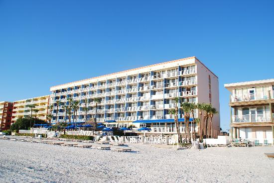Doubletree Beach Resort by Hilton Tampa Bay / North Redington Beach: Hotel vom Meer gesehen