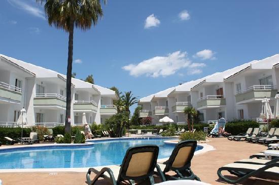 Universal Aparthotel Elisa: vue sur la piscine