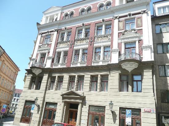 Residence Karolina - Prague City Apartments: Front of the apartment block