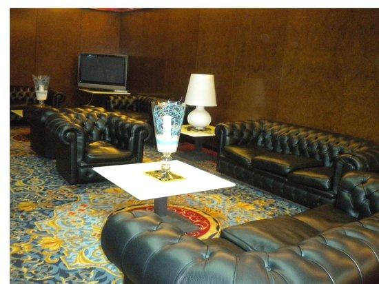Hotel Ariston: Sala tv