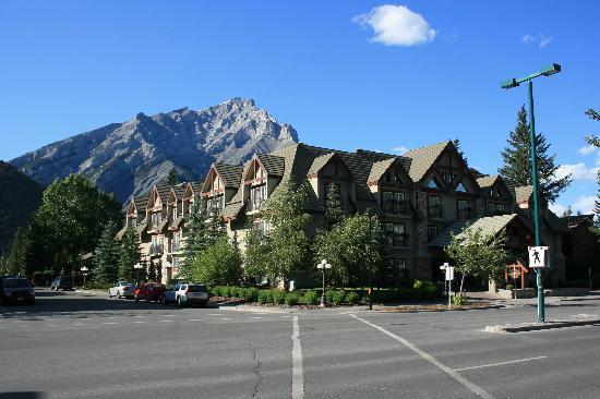 بانف إن: Hotel mit Pyramid Mountain