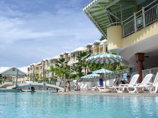 Karibéa Résidence La Goélette: Photo piscine + restaurant