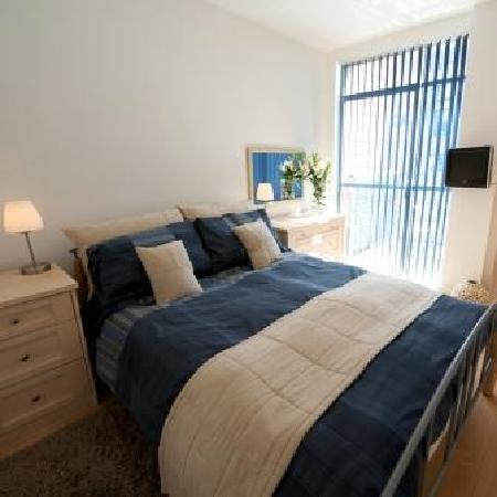 Stay Deansgate Apartments: Contemporary bedrooms