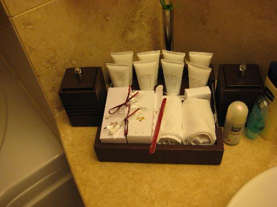 Gloria Serenity Resort Bathroom Stuff