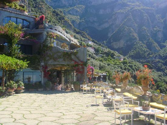 Il San Pietro di Positano: terrace deck looking to restaurant