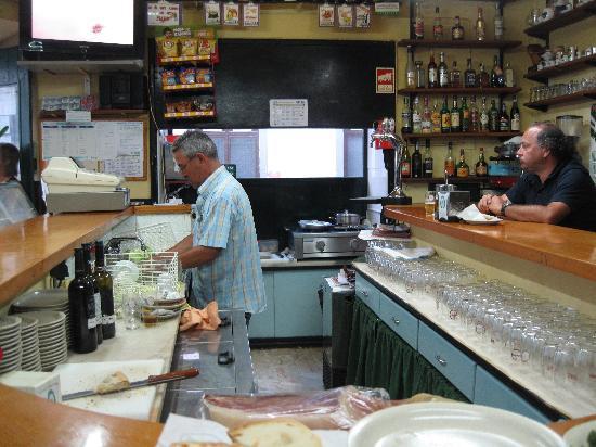 Cervejaria Ferradura Lagos : The bar where you sit