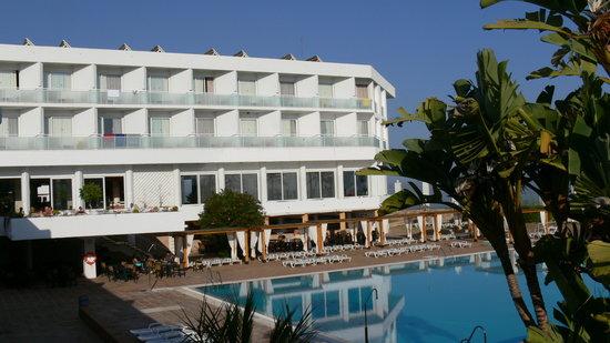Nouvelles Frontieres Hotel-Club Costa del Sol: l'hôtel et la piscine