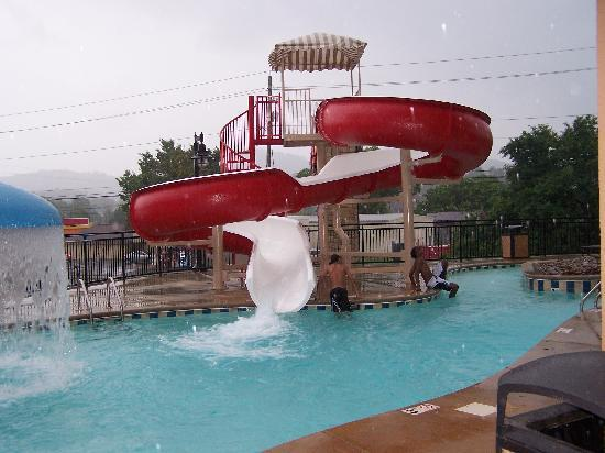 Cherokee Lodge Condos: Pool Slide