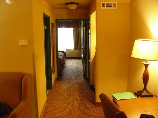 Country Inn & Suites By Carlson, Portage: 2 qn suite hall to bedrooms