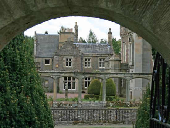 County Hotel: Abbotsford House - Sir Walter Scott's Home