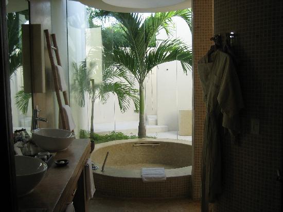 Rosewood Mayakoba: Beautiful open bathroom