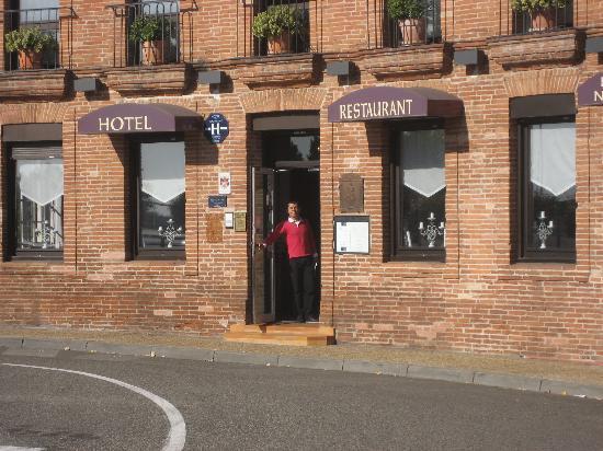 Moissac, France: Gabi devant l'hotel