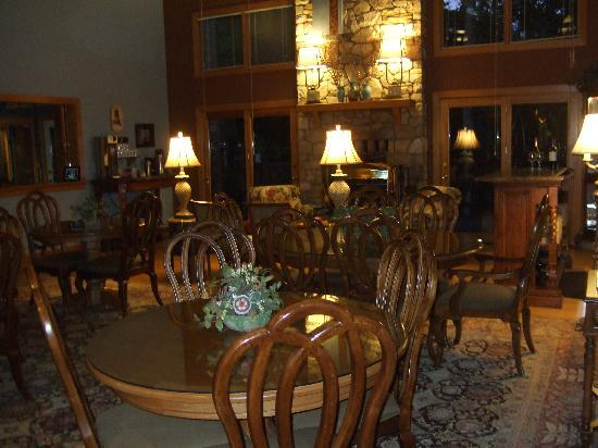 Iris Inn: Stunning Dining Room