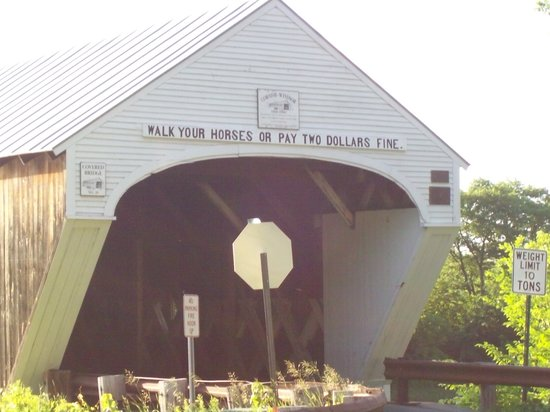 Cornish-Windsor Covered Bridge: The entrance