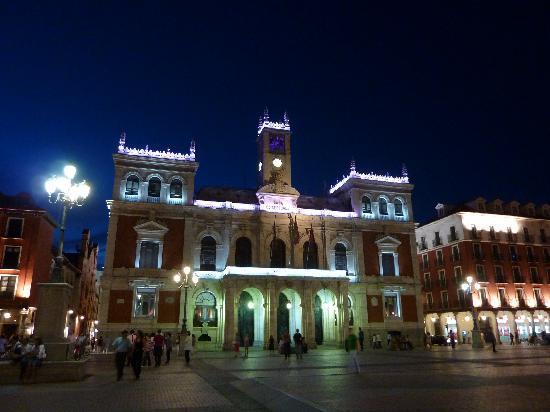 Valladolid, Spanien: la plaza en la noche