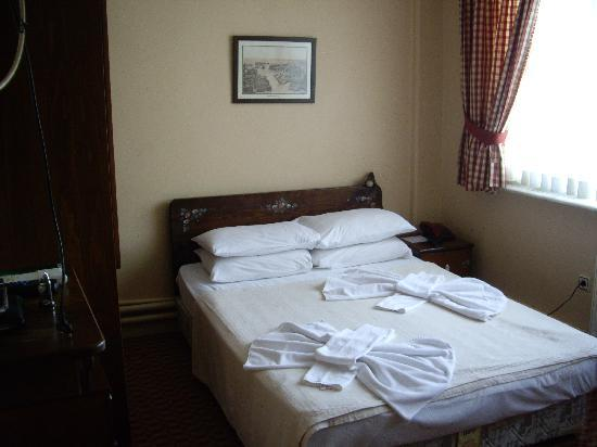 Sultanahmet Hotel: Room 103 bed